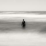 Statue Alone on Beach Fotografisk tryk af Craig Roberts