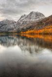 Autumn Reflection at Silver Lake, Eastern Sierras Fotografisk tryk af Vincent James