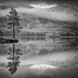 Cairngorm Reflection Fotoprint av Doug Chinnery