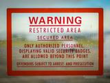 Restricted Access Sign Reproduction photographique par Mr Doomits