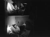 Two Woman Reading in the Wagon Lit Fotografisk trykk av Marisa Rastellini