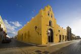 A Street Corner in Campeche Fotografie-Druck von José Fuste Raga
