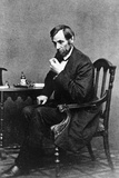 President Abraham Lincoln Sitting in Chair Reproduction photographique
