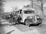 Students Getting off the School Bus Impressão fotográfica por Philip Gendreau