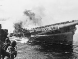 Sailors Watch the USS Franklin Burning 1945 Fotoprint