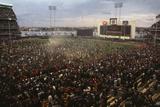 Mets Fans Bombarding the Field Fotografie-Druck