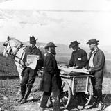 Men Purchasing Newspapers Fotografisk tryk af Alexander Gardner