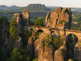 Elbsandsteingebirge, NP Saxon Switzerland. Bastei Bridge and Rocks Fotografisk trykk av Martin Zwick