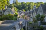 Early Morning in Castle Combe, Cotswolds, Wiltshire, England Fotografisk trykk av Brian Jannsen