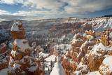 Bryce Canyon Amphitheater, Bryce Canyon NP in Snow, Utah Lámina fotográfica por Howie Garber