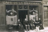 Four People and a Dog Outside a Cafe, France Fotografisk tryk