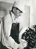 Opening Oysters 1930s Fotografie-Druck