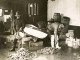 Washing Oysters Fotografie-Druck