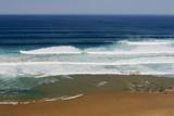 Portugal, Algarve, Sagres, View of Atlantic Ocean with Breaking Waves Lámina fotográfica prémium por  Westend61