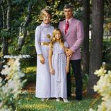 Cernan Poses for a Family Portrait Lámina fotográfica