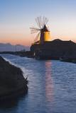 Windmill and Saltworks at Sunset, Marsala, Sicily, Italy Reproduction photographique par Massimo Borchi