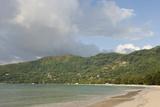 Beach at Bel Ombre, Baie Beau Vallon, Mahe, Seychelles, Indian Ocean Islands Impressão fotográfica por Guido Cozzi