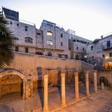 Old Town, Jewish Quarter, the Ruins of the Roman Cardo Maximus Reproduction photographique par Massimo Borchi