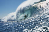 Surfer Riding a Wave Fotografisk trykk av Rick Doyle