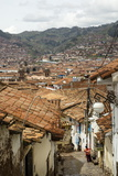 Street Scene in San Blas Neighbourhood with a View over the Rooftops of Cuzco, Peru, South America Lámina fotográfica por Yadid Levy