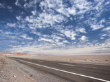 Open Paved Road with No Traffic in Atacama Desert, Chile, South America Reproduction photographique par Kimberly Walker