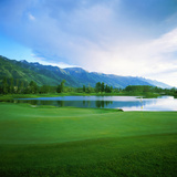 Golf Course with Mountain Range in the Background, Teton Pines Golf Course, Jackson, Wyoming, USA Reproduction photographique