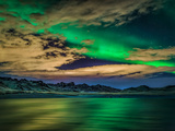 Cloudy Evening with Aurora Borealis or Northern Lights, Kleifarvatn, Iceland Fotografie-Druck