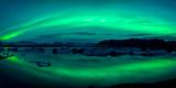 Aurora Borealis or Northern Lights over the Jokulsarlon Lagoon, Iceland Fotografie-Druck von  Panoramic Images