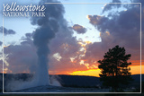 Yellowstone National Park - Old Faithful at Sunset Pôsteres por  Lantern Press