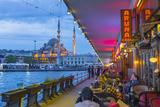 Turkey, Istanbul, Sultanahmet, Galata Bridge across the Golden Horn, New Mosque (Yeni Camii) Fotografisk trykk av Alan Copson