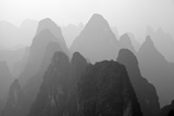 China , Guangxi , Mysterious Mountains in Yangshuo Region, China. Fotografie-Druck von Andrea Pozzi