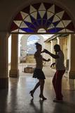 Cuba, Trinidad, Casa De Culture, Couple Salsa Dancing Reproduction photographique par Jane Sweeney