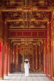 Woman Wearing Ao Dai Dress in Imperial Palace Inside Citadel, Hue, Thua Thien-Hue, Vietnam (Mr) Lámina fotográfica por Ian Trower