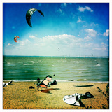 Kite Boarders and Windsurfers Sail Near the Chesapeake Bay Bridge Reproduction photographique par Skip Brown