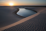 A Lagoon at Sunset in the Sand Dunes in Brazil's Lencois Maranhenses National Park Reproduction photographique par Alex Saberi