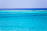Kayakers in the Turquoise Waters of Grace Bay, in the Turks and Caicos Islands Fotografisk tryk af Mike Theiss