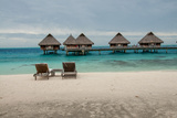 Lounge Chairs at a Beachfront Resort on Bora Bora, Tahiti Fotografisk tryk af Karen Kasmauski