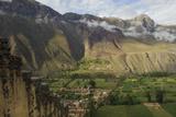 An Inca Stone Wall Frames a View of Green Fields Lámina fotográfica por Beth Wald