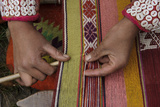 A Quechua Woman Weaves on an Andean Backstrap Loom Reproduction photographique par Beth Wald