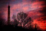 The Eiffel Tower During a Red Sunset in Paris, France Reproduction photographique par Chris Bickford