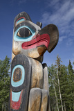 Eagle Image on Totem Pole, Teslin Tlingit Heritage Center, Teslin, Yukon, Canada, North America Impressão fotográfica por Richard Maschmeyer