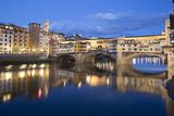 Ponte Vecchio and River Arno at Dusk, Florence, UNESCO World Heritage Site, Tuscany, Italy, Europe Reproduction photographique par Stuart Black