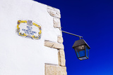Traditional Local Street Sign and Street Lamp, Old Town, Albufeira, Algarve, Portugal, Europe Stampa fotografica di Charlie Harding