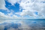 Soft Wave of the Sea on the Sandy Beach Fotografie-Druck von  idizimage