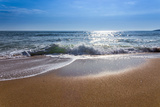 Sand Sea Beach and Blue Sky after Sunrise and Splash of Seawater with Sea Foam and Waves Lámina fotográfica por  fototo
