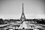 Eiffel Tower Seen from Fountain at Jardins Du Trocadero at a Sunny Summer Day, Paris, France. Black Reproduction photographique par Michal Bednarek
