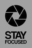 Stay Focused Circle 3 Targa di plastica di  NaxArt