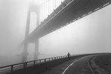 Verrazano Bridge In Fog - New York City Landmark Architecture With Runner Seinätarra tekijänä Henri Silberman