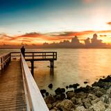 Pier at Sunset Valokuvavedos tekijänä Philippe Hugonnard
