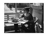 Frau in einem Cafe in Wien, 1930er Jahre Photographic Print by Scherl Süddeutsche Zeitung Photo